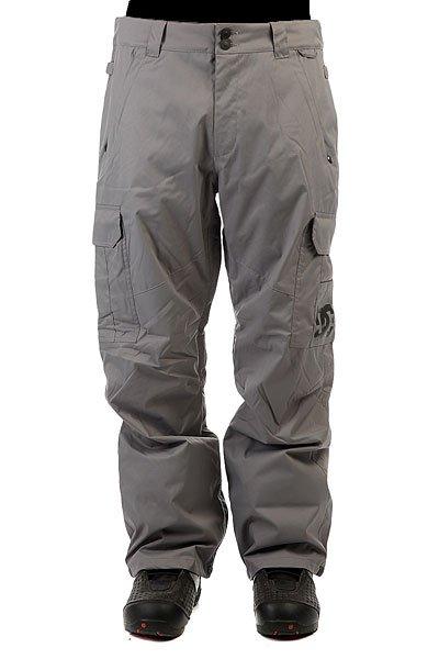 Штаны сноубордические DC Banshee PewterСноубордические штаны с карманами-карго и мембраной 10000 на 5000. На самом деле, эта модель уже давно присутствует в коллекциях компании DC и пользуется большой популярностью благодаря шикарному соотношению цены и качества. Проклеенные швы, немного утеплителя (40 г) и эргономичный крой - все это позволит Вам кататься в них с комфортом в любую погоду и в любом месте.Характеристики:Влагостойкая ткань Exotex 10K. Стандартный крой. Проклеенные критические швы. Сетчатая подкладка в зонах вентиляции.Подкладка из тафты. Снегозащитные гетры. Встроенная регулировка талии. Застежка на пуговицах. Крючок на манжете для крепления к ботинку. Петли для крепления штанов к куртке. Карманы для рук на молнии. Эргономичный крой в районе коленей. Два вместительных боковых кармана. Два задних кармана на липучке Velcro.<br><br>Цвет: серый<br>Тип: Штаны сноубордические<br>Возраст: Взрослый<br>Пол: Мужской