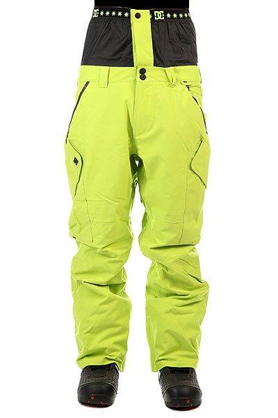 Штаны сноубордические DC Donon Tender ShotsФункциональные сноубордические штаны свободного кроя и классического силуэта карго. DC Donon Pant выгодно отличает снегозащитная поясная юбка, которая в сочетании со снегозащитными гетрами и влагостойкой тканьюExotex 15K позволит Вам свысока посмотреть на метель, вьюгу или слякоть, взять доску и пойти наслаждаться катанием в сухой и комфортной одежде. Характеристики:Влагостойкая ткань Exotex 15K. Утеплитель 40 гр. Подкладка Taffeta с мягкими вставками в задней части и в области колен.Свободный крой Relaxed. Полностью проклеенные швы. Вентиляционные сетчатые карманы с внутренней стороны бедер. Снегозащитные гетры из тафты.Регулировка талии осуществляется встроенным эластичным ремнем на липучке.Крепление для подвернутых штанин. Застежка пояса на молнии и кнопках.Кольцо на поясе для ски-пасса. Система крепления к куртке. Карманы для рук на молнии. Эргономичный крой в области колен. Два задних кармана: на молнии и на липучке. Боковые вместительные карманы с клапаном.<br><br>Цвет: зеленый<br>Тип: Штаны сноубордические<br>Возраст: Взрослый<br>Пол: Мужской
