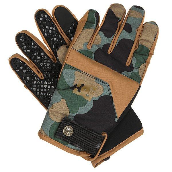 Перчатки сноубордические DC Antuco Camouflage Lodge MenЛегкие пайповые перчатки с силиконовым принтом на ладони для большей цепкости при выполнении грэбов. Перчатки DC Antuco созданы быть незаметными, защищая Ваши руки от ветра и влаги. Приятным бонусом станет возможность пользоваться смартфоном, не снимая перчаток, так что Вы всегда сможете оперативно ответить на звонок или сделать фото. Характеристики:Верх из влагостойкого мембранного материала с показателями 10K. Утеплитель из вспененного 4-миллиметрового материала. Вставка из кожзаменителя PU на указательном пальце для управления сенсорным экраном. Манжеты на липучке. Силиконовый принт для цепкости на ладони. Регулируемый шнурок.<br><br>Цвет: черный,зеленый,коричневый<br>Тип: Перчатки сноубордические<br>Возраст: Взрослый<br>Пол: Мужской