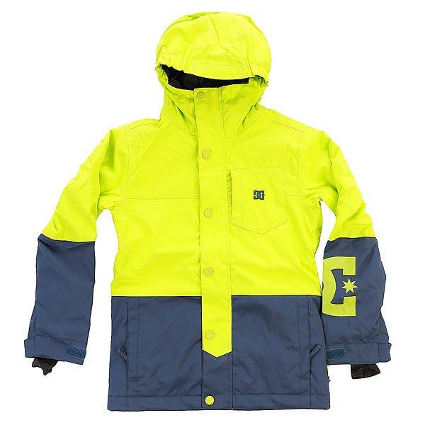 Куртка детская DC Defy Tender ShotsДетская сноубордическая куртка, выполненная в стиле color block. Водонепроницаемая мембрана Exotex, проклеенные основные швы и 250 г утеплителя сохранят Вашего ребёнка в тепле и сухости, а снегозащитная юбка и манжеты защитят от попадания снега под одежду. Кроме того, в куртке предусмотрено большое количество продуманных карманов для разных нужных мелочей вроде плеера и ски-пасса.Характеристики:Классический крой. Водонепроницаемая мембрана Exotex 10K (10 000 мм / 5 000 г). Утеплитель  150г тело, 100г рукава.Подкладка из тафты. Проклеенные критические швы. Сетчатые карманы для вентиляции. Снегозащитная юбка. Эластичная манжета капюшона.Внутренние манжеты из лайкры в рукавах. Регулируемые манжеты на липучке. Нагрудный карман на молнии с медиа-отделом. Карман для ски-пасса на молнии (на рукаве). Карманы для рук на молнии. Основная молния закрыта клапаном для защиты от ветра. Внутренний сетчатый карман.<br><br>Цвет: зеленый,синий<br>Тип: Куртка утепленная<br>Возраст: Детский
