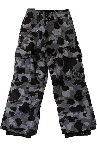 Штаны сноубордические детские DC Banshee Camouflage Lodge GreДетские сноубордические штаны, в которых есть всё необходимое для комфортного самочувствия Вашего ребёнка во время катания, независимо от погодных условий. Водонепроницаемая мембранная ткань Exotex 10K и утеплитель 80г защитят от снега, влаги и холода. Как и во взрослых моделях, штаны имеют систему внутренней регулировки талии и систему вентиляции на молниях с внутренней стороны бедер.Характеристики:Влагостойкая ткань Exotex 10K (10 000 мм. / 5 000 г.). Классический крой. Утеплитель 80 г. Подкладка из тафты. Проклеенные критические швы. Сетчатые вставки для вентиляции с внутренней стороны. Снегозащитные гетры с влагостойкой обработкой DWR. Встроенная регулировка талии. Застежка на пуговицах. Крючок на манжете для крепления к ботинку. Петли для крепления штанов к куртке. Карманы для рук на молнии. Два вместительных боковых кармана. Два задних кармана на липучке Velcro.<br><br>Цвет: серый,черный<br>Тип: Штаны сноубордические<br>Возраст: Детский