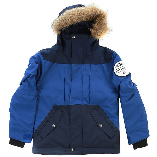 Куртка детская Billabong Polar Bear PeacoatПодростковая куртка, очень теплая и удобная. Утеплитель Polyfill (120 г тело, 100 г рукава), мягкая подкладка из тафты с дополнительным утеплением в определенных местах, съемный мех на капюшоне, в куртке Polar Bear Ваш ребенок точно не замерзнет зимой. Особенно отметим систему GROROOM, которая позволяет удлинять куртку по мере роста ребенка.Характеристики:Детская куртка с системой ростаGROROOM.Мембранная дышащая влагостойкая ткань с показателями 10000 мм / 5000г/м2. Утеплитель: Polyfill (120 г туловище, 100 г рукава). Подкладка из тафты с утепляющими прочными вставками. Регулируемый капюшон. Свободный крой.Проклеенные швы. Отделка внутренней части ворота микрофлисом.Утягивающийся подол. Фиксированная снегозащитная юбка. Карман для ски-пасса на рукаве на молнии. Внутренний медиа-карман. Капюшон со встроенным эластичным гейтером. Съемный мех на капюшоне. Внутренние эластичные манжеты. Регулируемые манжеты на липучках. Вертикальный карман на молнии.Два кармана для рук на молнии. Нашивка на плече с фирменным логотипом.<br><br>Цвет: синий,черный<br>Тип: Куртка утепленная<br>Возраст: Детский