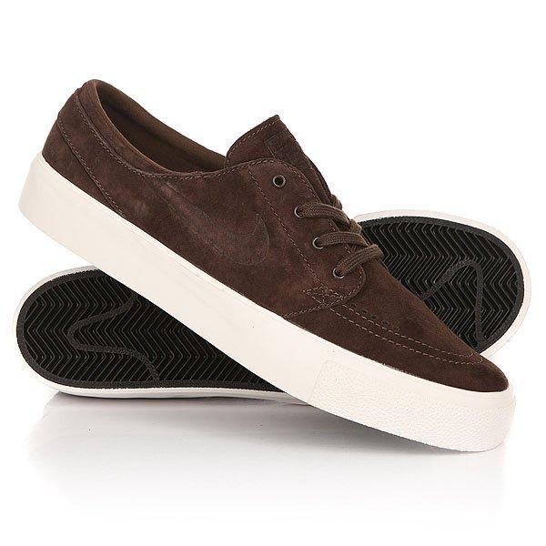 Кеды кроссовки низкие Nike Zoom Stefan Janoski Prem HT Baroque BrownЛегендарные кеды Nike Zoom Stefan Janoski с превосходным лаконичным дизайном, позволяющим составить аккуратный образ, на этот раз предстали в сдержанном шоколадном оттенке с подошвой в тон премиальной замше. Эта обувь отличает легкостью конструкции и невероятным комфортом благодаря амортизирующему модулюZoom Air и вулканизированной подошве с цепким традиционным протектором ёлочка.Характеристики:Верх из замши. МодульZoom Airв стельке для амортизации. Технология амортизации Nike Zoom. Гибкая вулканизированная подошва с цепким протектором ёлочка.Тонкий текстильный язычок с плотным прилеганием. Вышитый фирменный логотип сбоку. Нашивка с фирменным логотипом на язычке. Перфорация для вентиляции в области носа.<br><br>Цвет: коричневый<br>Тип: Кеды низкие<br>Возраст: Взрослый<br>Пол: Мужской