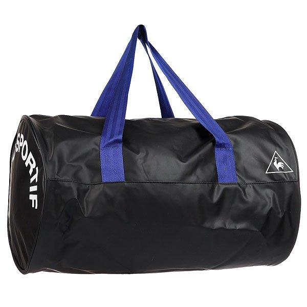 Сумка спортивная Le Coq Sportif Oling Barrel Bag Black/Ultra BlueСпортивная сумка от Le Coq Sportif выполнена из искусственного материала с полимерным покрытием под кожу. Характеристики:Модель декорирована надписями. Застежка на молнию. Одно отделение. Текстильная подкладка. Лямки для переноски в руках.<br><br>Цвет: черный,синий<br>Тип: Сумка спортивная<br>Возраст: Взрослый<br>Пол: Мужской