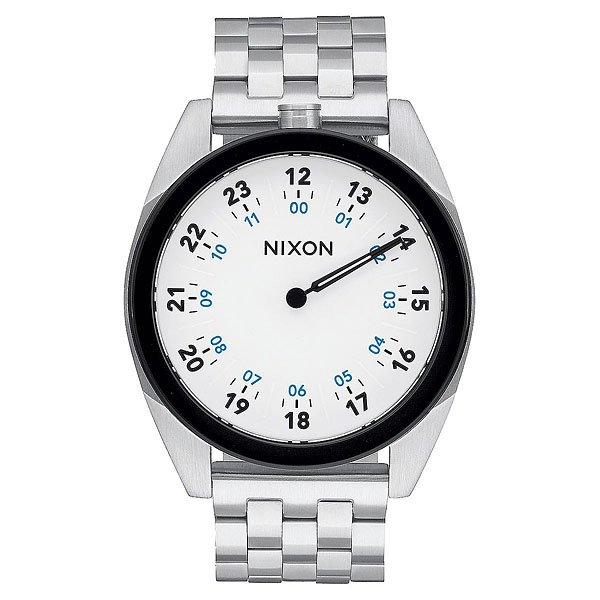 Кварцевые часы Nixon Genesis WhiteNixon Genesis - отличный пример того, как современность может гармонично уживаться с классикой в одном небольшом, но таком значимом аксессуаре как часы. На первый взглядNixon Genesisобладают классическим силуэтом с мощным и надежным браслетом из нержавеющей стали, но основной их особенностью является механизм с 1 стрелкой, где четкое прочтение времени достигается путем двойной маркировки циферблата.Характеристики:Японский кварцевый механизмMiyota.1 стрелка. Функции: часы, минуты. Двойная маркировка циферблата (часы и минуты). Корпус из нержавеющей стали. Задняя крышка из нержавеющей стали.Закалённое минеральное стекло. Водонепроницаемость: 100 метров / 10 ATM.Браслет: нержавеющая сталь. 5 звеньев. Двойная застежка с микрорегулировкой.<br><br>Тип: Кварцевые часы<br>Возраст: Взрослый<br>Пол: Мужской