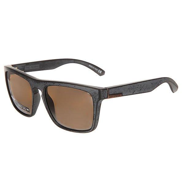 Очки Quiksilver The Ferris Dr Matte True Black Worn/FlaМужские солнцезащитные очки в классической оправе из коллекции Dark Rituals.Технические характеристики: Оправа из материала TR-90 Grilamid.Ударопрочные линзы из поликарбоната.100% защита от ультрафиолетовых лучей.Линзы 3 категории защиты для очень солнечной погоды.Сделано в Италии.<br><br>Цвет: черный,серый<br>Тип: Очки<br>Возраст: Взрослый<br>Пол: Мужской