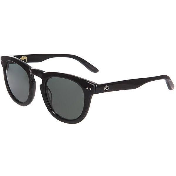 Очки Stussy Luigi Black/Dark GreyСолнцезащитные очки калифорнийского бренда Stussy, выполненные из сочетания ацетата и высококачественного металла. Оригинальный дизайн, удобная носовая перегородка и тонкие дужки с надежным механизмом. Характеристики:Минеральное стекло с 100% UV защитой и AR-покрытием с внутренней стороны. Очки представлены в однотонной, матовой расцветке, украшенной золотистым логотипом на внутренней стороне и металлической накладкой с инициалами основателя марки - Шона Стюсси. Сочетание ацетата и металла. Минеральное стекло 100%.UV защита. AR-покрытие. Надёжный механизм на дужках. Золотистый логотип на внутренней стороне. Матовая расцветка. Металлическая накладка с инициалами Шона Стюсси.<br><br>Цвет: черный<br>Тип: Очки<br>Возраст: Взрослый<br>Пол: Мужской