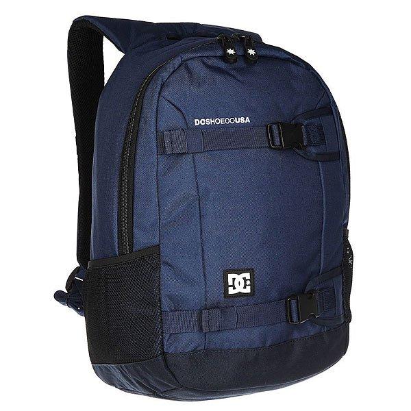 Рюкзак спортивный DC Grind Ii Summer BluesОчень вместительный 25-литровый рюкзак с одним основным отсеком, содержащим карман для ноутбука и встроенный органайзер для мелочей. DC Grind II создан для активных людей и именно поэтому снабжен удобными внешними креплениями для доски, к которым при желании можно пристегнуть куртку или спальный мешок, что особо удобно в дальних непредсказуемых поездках.Характеристики:Встроенная в лямки ручка для переноски. Сетчатая мягкая спинка. Мягкие регулируемые лямки.Внешние крепления для вертикальной переноски доски. Нашивка с фирменным логотипом на фронтальной стороне. Основной отсек на молнии.Внутренний карман для ноутбука. Внутренний органайзер. Боковые сетчатые карманы.<br><br>Цвет: синий<br>Тип: Рюкзак спортивный<br>Возраст: Взрослый