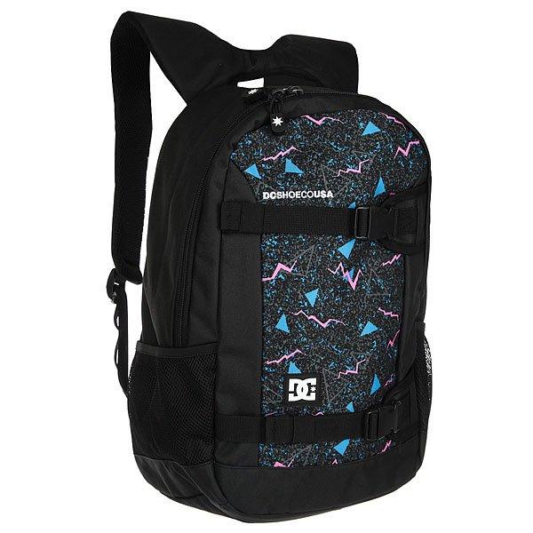 Рюкзак спортивный DC Grind Ii Black Dc BayОчень вместительный 25-литровый рюкзак с одним основным отсеком, содержащим карман для ноутбука и встроенный органайзер для мелочей. DC Grind II создан для активных людей и именно поэтому снабжен удобными внешними креплениями для доски, к которым при желании можно пристегнуть куртку или спальный мешок, что особо удобно в дальних непредсказуемых поездках. Характеристики:Встроенная в лямки ручка для переноски. Сетчатая мягкая спинка. Мягкие регулируемые лямки. Внешние крепления для вертикальной переноски доски. Нашивка с фирменным логотипом на фронтальной стороне. Основной отсек на молнии. Внутренний карман для ноутбука.Внутренний органайзер. Боковые сетчатые карманы.<br><br>Цвет: черный,мультиколор<br>Тип: Рюкзак спортивный<br>Возраст: Взрослый<br>Пол: Мужской