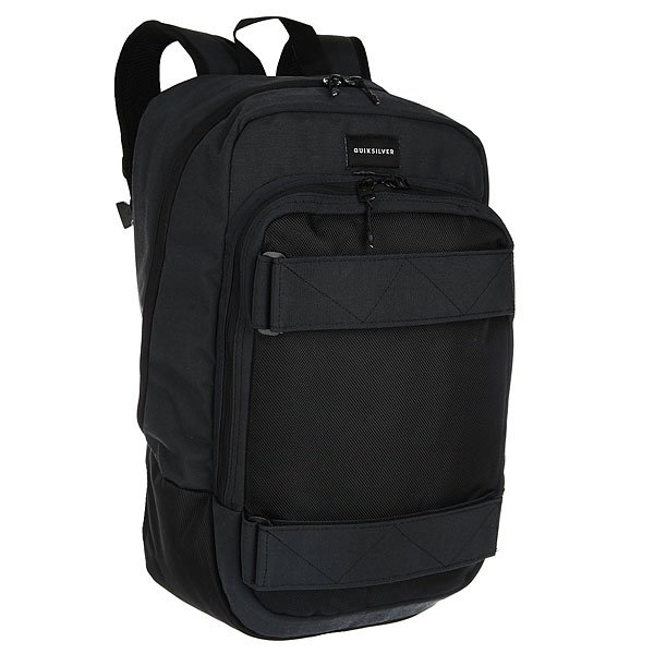 Рюкзак спортивный Quiksilver Skate Pack True BlackУдобный городской рюкзак без лишних деталей, который отлично подойдет как для катания, так и для городских прогулок.Характеристики:Просторное основное отделение, вмещающее папку формата А4 на молнии. Удобный карман на молнии с наружной стороны. Внутреннее отделение для ноутбука.Мягкие набивные регулируемые лямки. Стрепы для доски.Защитная уплотненная задняя панель.Подкладка с принтом.<br><br>Цвет: черный<br>Тип: Рюкзак спортивный<br>Возраст: Взрослый<br>Пол: Мужской