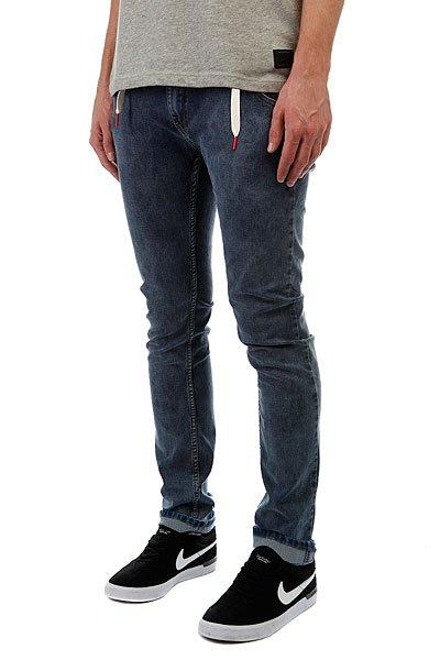 Джинсы узкие Skills Skills Slim Flex BlueМужские джинсы российского бренда Skills, выполненные из мягкой хлопковой ткани с добавлением эластана. Традиционный силуэт, зауженный крой, застёжка на молнии с пуговицей и пять карманов. В поясе двойные шлевки — одна из них для классического ремня, а вторая для шнурка, идущего в комплекте. Джинсы представлены в однотонной расцветке, украшенной небольшой нашивкой с фирменным логотипом бренда.Характеристики:Хлопковая ткань с добавлением эластана (джинсы-стретч). Традиционный силуэт. Зауженный крой. Пять карманов.Застёжка на молнии с пуговицей. Двойные шлёвки. Однотонная расцветка.<br><br>Цвет: синий<br>Тип: Джинсы узкие<br>Возраст: Взрослый<br>Пол: Мужской