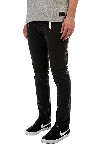 Джинсы прямые Skills Regular Flex BlackМужские джинсы российского бренда Skills, выполненные из мягкой хлопковой ткани с добавлением эластана. Традиционный силуэт, прямой крой, застёжка на молнии с пуговицей и пять карманов. В поясе двойные шлевки — одна из них для классического ремня, а вторая для шнурка, идущего в комплекте. Джинсы представлены в однотонной расцветке, украшенной небольшой нашивкой с фирменным логотипом бренда.Характеристики:Хлопковая ткань с добавлением эластана (джинсы-стретч). Традиционный силуэт. Прямой крой. Пять карманов. Застёжка на молнии с пуговицей. Двойные шлёвки. Однотонная расцветка.<br><br>Цвет: черный<br>Тип: Джинсы прямые<br>Возраст: Взрослый<br>Пол: Мужской