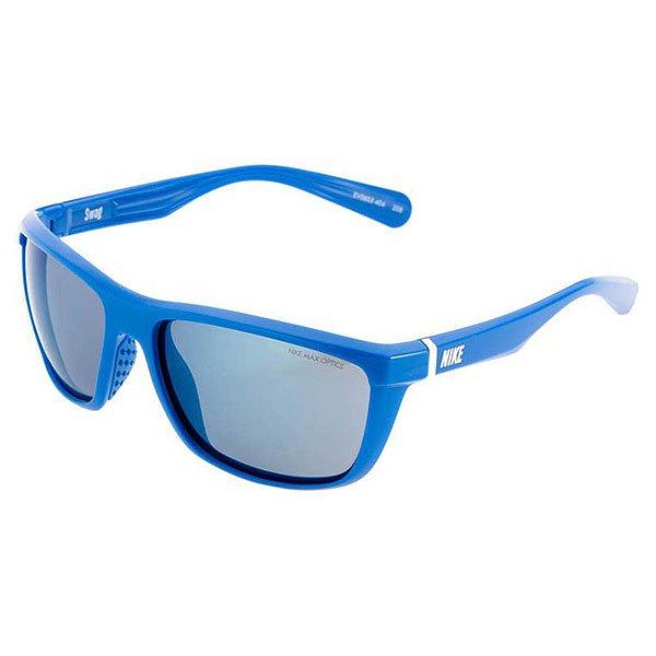 Очки Nike Optics Swag Grey/Blue Flash Solid SoarУниверсальные солнцезащитные очки с четкими и точными визуальными эффектами.Технические характеристики: Легкая нейлоновая оправа.100% защиты от УФ-лучей.Мягкие носовые упоры.Технология Nike Max Optics - это передовое высокоточное оптическое решение для спортсменов. В сочетании с фотохромной технологией Transitions эти линзы способны адаптироваться к различным условиям спортивной деятельности и к изменениям освещения. Идеальные линзы для самых высоких спортивных результатов.Ширина оправы 14 см, длина дужки 13 см, высота оправы 5 см.<br><br>Цвет: мультиколор<br>Тип: Очки<br>Возраст: Взрослый<br>Пол: Мужской