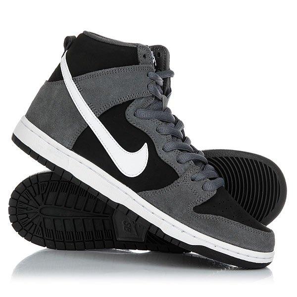 Кеды кроссовки высокие Nike Sb Zoom Dunk High Pro Dark Grey/White-BlackКлассика Nike, специально адаптированная для скейтбординга. Легендарный стиль Dunk, включающий технологию улучшенного контроля над доской и уверенного сцепления с ней. Вставка Zoom Air обеспечит адаптивную амортизацию и поглотитударные нагрузки при жестком приземлении, а новая конструкция верха с внутренней системой фиксации обеспечивает комфорт и стабилизацию. Характеристики:Новая конструкция верха с внутренней системой фиксации. Комфорт и стабилизация стопы.Фирменный стиль Nike. Высокий профиль для поддержки голени. Вставка Zoom Air в стельке для превосходной амортизации. Гарантированная прочность материала. Верх из замши и синтетического материала.<br><br>Цвет: черный,серый<br>Тип: Кеды высокие<br>Возраст: Взрослый<br>Пол: Мужской