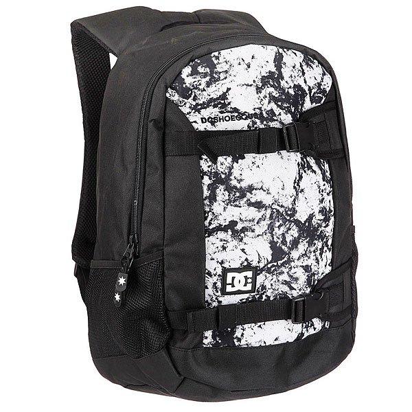 Рюкзак спортивный DC Grind Ii White Storm PriОчень вместительный 25-литровый рюкзак с одним основным отсеком, содержащим карман для ноутбука и встроенный органайзер для мелочей. DC Grind II создан для активных людей и именно поэтому снабжен удобными внешними креплениями для доски, к которым при желании можно пристегнуть куртку или спальный мешок, что особо удобно в дальних непредсказуемых поездках. Характеристики:Встроенная в лямки ручка для переноски.Сетчатая мягкая спинка. Мягкие регулируемые лямки. Внешние крепления для вертикальной переноски доски. Нашивка с фирменным логотипом на фронтальной стороне. Основной отсек на молнии. Внутренний карман для ноутбука. Внутренний органайзер. Боковые сетчатые карманы.<br><br>Цвет: черный,белый<br>Тип: Рюкзак спортивный<br>Возраст: Взрослый
