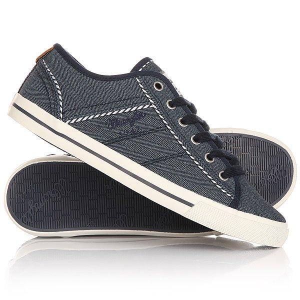 Кеды кроссовки низкие женские Wrangler Starry America NavyДля всех ценителей кед, предлагаем стильную модель на весенне-летний сезон отWrangler.Кеды - это отличная мужская обувь, для нее характерно удобство и практичность. Такая обувь не будет стеснять Ваших движений, а наоборот, в долгих прогулках и занятиях спортом позаботится о комфорте Ваших ног.Характеристики:Кеды выполнены из прочного материала канвас, который позволит Вашей ноге дышать, а благодаря особой пропитке, обладает водоотталкивающим эффектом. Кеды декорированы аккуратными прострочками и цветными вставками. На боковой поверхности и язычке модели красуется фирменный логотип компании. Плоская шнуровка.Подошва из вулканической резины дополнена рифлениями, повышающими сцепление с поверхностью.<br><br>Цвет: синий<br>Тип: Кеды низкие<br>Возраст: Взрослый<br>Пол: Женский