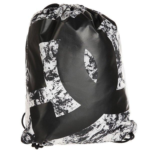 Мешок DC Simpski Lily White Storm PrintБыстро, просто и удобно! Лаконичная сумка-мешок на шнурках, снабженная внутренним карманом на молнии – незаменимая вещь для тех, кто не любит носить большие полупустые рюкзаки. Характеристики:На шнурках. Крупный логотип на фронтальной стороне. Внутренний карман на молнии.<br><br>Цвет: черный,белый<br>Тип: Мешок<br>Возраст: Взрослый