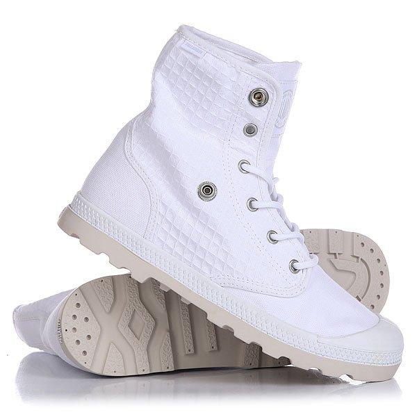 Ботинки высокие женские Palladium Baggy Low Lp White/MoonbeamГулять по городским улицам в стильных ботинках Baggy Low LP гораздо интереснее, потому как можно менять стиль лишь с помощью воротника. Высококачественные ботинки из хлопка со стелькой из EVA для надежной поддержки ноги.Технические характеристики: Верх и подкладка из хлопка.Стелька из двух частей с чашкой с добавлением EVA для комфорта.Прорезиненный носок для дополнительной прочности.Воротник с логотипом на кнопках.Литая резиновая подошва с EVA.<br><br>Цвет: белый<br>Тип: Ботинки высокие<br>Возраст: Взрослый<br>Пол: Женский
