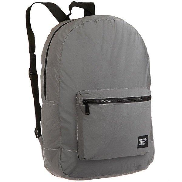 Рюкзак городской Herschel Packable Daypack Silver ReflectiveЛегкий и универсальный рюкзак Day/Night Daypack из светоотражающей ткани.Технические характеристики: Изготовленная на заказ светоотражающая ткань.Внутренний карман с застежкой, в который можно упаковать рюкзак.Передний карман для хранения.Наружные пластиковые молнии.Регулируемые лямки.Нашивка Herschel.<br><br>Цвет: серый<br>Тип: Рюкзак городской<br>Возраст: Взрослый