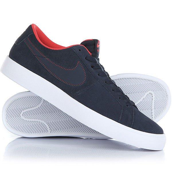Кеды кроссовки низкие Nike Sb Blazer Vapor ObsidianМужская обувь для скейтбординга SB Blazer в знаменитом профиле для бесконечных скейт-сессий, добавьте к этому легкую защиту от ударов и прочный верх из замши.Технические характеристики: Верх из замши для поддержки и долговечности.Технология Nike Zoom для низкопрофильной амортизации и легкой производительности.Традиционная вулканизированная конструкция обеспечивает обтекаемый низкий профиль.Перфорированный верх для воздухопроницаемости.Резиновая подошва с протектором елочка - прочная, с отличным сцеплением и чувствительностью доски.<br><br>Цвет: синий<br>Тип: Кеды низкие<br>Возраст: Взрослый<br>Пол: Мужской