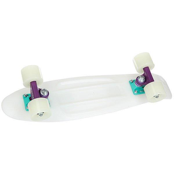 Скейт мини круизер Penny Original 22 Glow Galactic Glow - Purple/Aqua 6 x 22 (55.9 см)Лонгборд Penny Original 22 - это апгрейд классики из 70-х, исполненный в оригинальном цветовом решении. Это то, с чего всё началось, вся идея Penny в одном скейтборде. Это веселье, свобода и самое высокое качество всех компонентов. Основное достоинство данной модели - универсальность, ведь размер, вес и легкость в управлении делают скейтборд прекрасным средством передвижения в любой день и в любых условиях.Характеристики:Длина: 55,9 см. Ширина: 15,2 см. Вес: 2,7 кг. Подвеска:Custom 3. Колёса: 59 мм. жесткостью 78А. Подшипники: Penny Abec 7.Фирменный чехол в комплекте. Доска поставляется в симпатичной фирменной коробке.<br><br>Цвет: белый<br>Тип: Скейт мини круизер<br>Возраст: Взрослый<br>Пол: Мужской