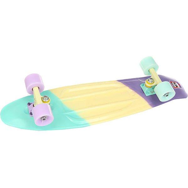 Скейт мини круизер Пластборд Cute Multi 7.25 x 27 (68.5 см)Пластборд Юнион(с 2017 года бренд официально называется ПЛАСТБОРДЫ) - это пластиковый скейтборд-круизер с загнутым хвостом для передвижения по городу и фанового трюкачества. Очень прочная дека, качественные подвески, подшипники и колеса сделают вашу езду плавной и комфортной. Наличие пластиковой деки делает пластборд очень неприхотливым в использовании и легким в уходе и хранении. Дека не расслоиться, не завинтиться и не треснет. Просто протирайте ее влажной тряпкой по мере необходимости.Размер 27дюйма - это вторая версия пластборда, больший размер. Этот вариант длиннее и шире. На нем удобнее стоять, а также пластборд более устойчив, особенно на скоростях. Обычно это более частый выбор для взрослых.Характеристики:Эластичная прочная дека размером 27дюйма. Новый дизайн внешнего нестирающегося цепкого покрытия. Специально разработанные подвески Вираж изалюминия с оптимальным углом поворота.Водоотталкивающие подшипники ABEC-7. Мягкие упругие светодиодные колеса круизного типа Вираждиаметром 59мм с мягкостью 83А.<br><br>Цвет: голубой,желтый,фиолетовый<br>Тип: Скейт мини круизер