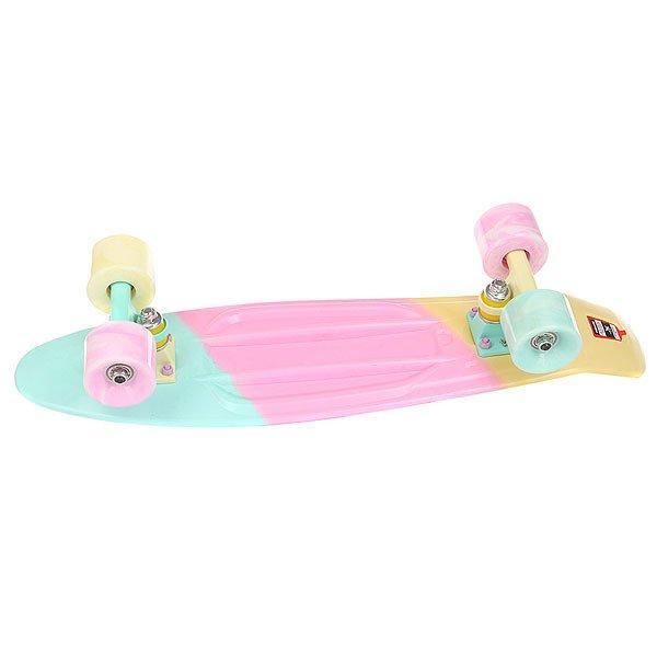 Скейт мини круизер Пластборд Sweet True Multi 6 x 22.5 (57.2 см)Пластборд Юнион(с 2017 года бренд официально называется ПЛАСТБОРДЫ) - это пластиковый скейтборд-круизер с загнутым хвостом для передвижения по городу и фанового трюкачества. Очень прочная дека, качественные подвески, подшипники и колеса сделают вашу езду плавной и комфортной. Наличие пластиковой деки делает пластборд очень неприхотливым в использовании и легким в уходе и хранении. Дека не расслоиться, не завинтиться и не треснет. Просто протирайте ее влажной тряпкой по мере необходимости.Размер 22.5 дюйма - это классика современного пластборда. Он максимально компактен, удобен для переноски и очень маневренный. Подойдет как для детей, так и для взрослых. Характеристики:Эластичная прочная дека размером 22,5 дюйма. Новый дизайн внешнего нестирающегося цепкого покрытия. Специально разработанные подвески Вираж изалюминия с оптимальным углом поворота.Водоотталкивающие подшипники ABEC-7. Мягкие упругие колеса круизного типа Вираждиаметром 59мм с мягкостью 83А.<br><br>Цвет: мультиколор<br>Тип: Скейт мини круизер