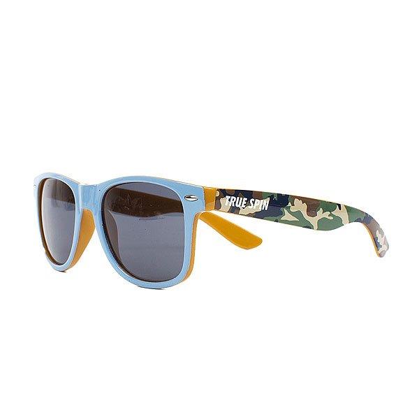 Очки TrueSpin Camofarer Green/YellowСолнцезащитные очки TrueSpin в классической wayfarer-оправе, выполненные из прочного пластика с камуфляжным принтом на дужках.Технические характеристики: Классическая оправа.Надёжный механизм.Линзы с защитой от ультрафиолета UV400.Материал - пластик.Длина дужки - 14 см, ширина оправы - 14 см, высота линзы - 5 см.<br><br>Цвет: белый,зеленый,голубой,камувляжный<br>Тип: Очки<br>Возраст: Взрослый<br>Пол: Мужской