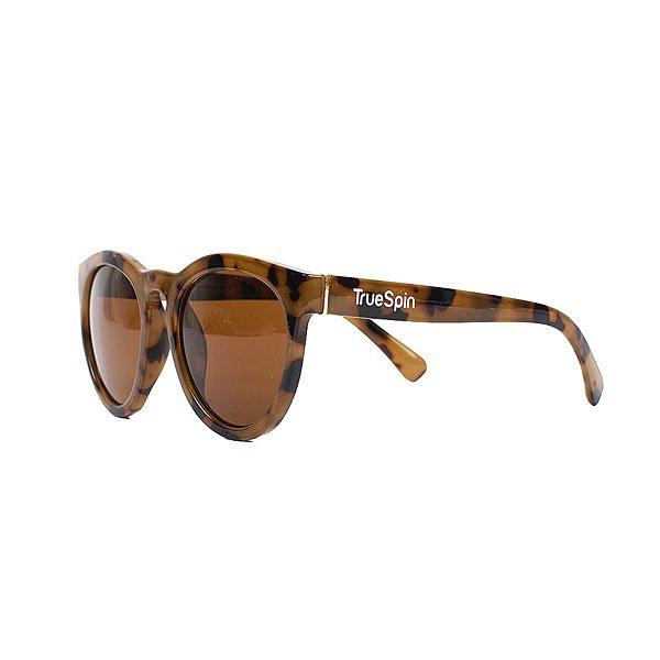 Очки женские TrueSpin Desert Classic CaramelСолнцезащитные очки TrueSpin в круглой оправе из прочного пластика с эффектным карамельным принтом.Технические характеристики: Круглая оправа.Надёжный механизм.Линзы с защитой от ультрафиолета UV400.Материал - пластик.Длина дужки - 14 см, ширина оправы - 14 см, высота линзы - 5 см.<br><br>Цвет: коричневый<br>Тип: Очки<br>Возраст: Взрослый<br>Пол: Женский