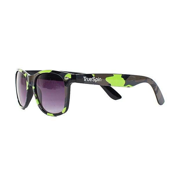 Очки TrueSpin Neo Camo Multi-1Стильные солнцезащитные очки TrueSpin в классической wayfarer-оправе из прочного пластика с ярким камуфляжным принтом.Технические характеристики: Классическая оправа.Надёжный механизм.Линзы с защитой от ультрафиолета UV400.Материал - пластик.Длина дужки - 14 см, ширина оправы - 14 см, высота линзы - 5 см.<br><br>Цвет: зеленый,черный,камуфляжный<br>Тип: Очки<br>Возраст: Взрослый<br>Пол: Мужской