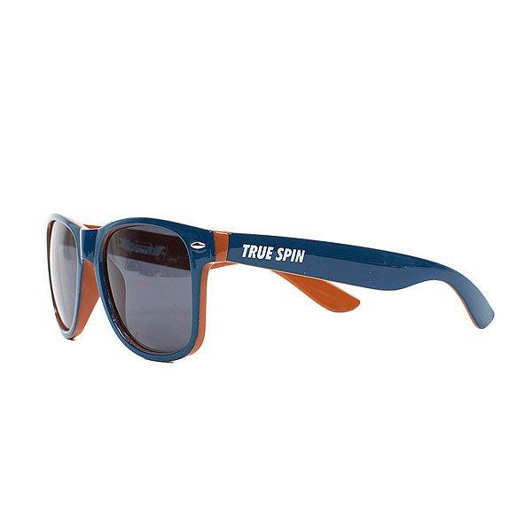 Очки TrueSpin Wayfarer Dark BlueСтильные солнцезащитные очки TrueSpin в классической wayfarer-оправе из прочного пластика.Технические характеристики: Классическая оправа.Надёжный механизм.Линзы с защитой от ультрафиолета UV400.Материал - пластик.Длина дужки - 14 см, ширина оправы - 14 см, высота линзы - 5 см.<br><br>Цвет: синий<br>Тип: Очки<br>Возраст: Взрослый<br>Пол: Мужской