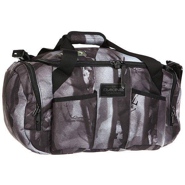 Сумка Dakine Сумка-термос Party Duffle SmolderНазваниеDakine Party Duffle говорит само за себя – это спортивная вместительная сумка, предназначенная для вечеринок. Иными словами, это классная сумка-холодильник, которая станет идеальным спутником для проведения пляжной вечеринки в летний день или незаменимым помощником во время проведения вечеринок.Характеристики:Изолированный мини-холодильник. 2 держателя для бутылок. 3 кармана на молнии для мелочи. Встроенная стальная открывалка. Мягкий регулируемый наплечный ремень. Карман для маленького Musikbox.<br><br>Цвет: черный,серый<br>Тип: Сумка<br>Возраст: Взрослый<br>Пол: Мужской