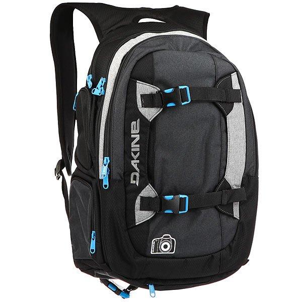 Рюкзак городской Dakine Mission Photo TaborMission Photo – самый популярный фото рюкзак в линейке Dakine. Подойдет для как для начинающих фотолюбителей, так и для профессионалов.Технические характеристики: Материал нейлон 630D, полиэстер 600D.Съемный жесткий блок для фото-камеры.Ремни для вертикальной переноски сноуборда, штатива или верхней одежды.Внешние боковые карманы.Большое верхнее отделение на молнии.Большой передний карман-органайзер.Убирающийся чехол для защиты от дождя.Маленький флисовый боковой карман.Карман для бутылки с водой.Два внутренних потайных кармана.Поясной ремень.Нагрудный ремешок.<br><br>Цвет: черный,Темно-синий,серый<br>Тип: Рюкзак городской<br>Возраст: Взрослый<br>Пол: Мужской