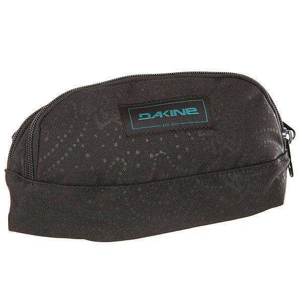 Сумка поясная Dakine Hip Pack Ellie IiПоясная сумка Dakine Hip Pack - это удобная модель для самых необходимых мелочей. В нее прекрасно помещаются паспорт, мобильный телефон или фотокамера. Она незаменима в путешествиях или во время занятий спортом.Технические характеристики: Материал - полиэстер 600D.Два отделения на молнии.Карман на флисовой подкладке для солнцезащитных очков.Регулируемый поясной ремень.Задняя стенка из дышащего материала DriMesh.<br><br>Цвет: черный<br>Тип: Сумка поясная<br>Возраст: Взрослый<br>Пол: Женский