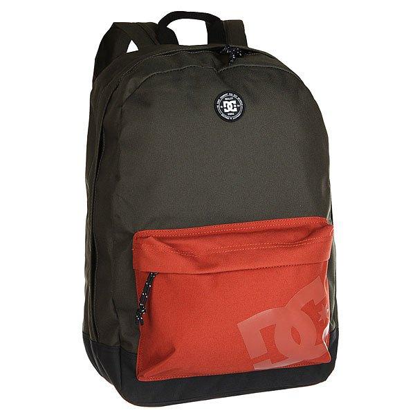 Рюкзак городской DC Backstack Dark OliveСтильный рюкзак среднего размера для городских путешественников.Характеристики:Внутреннее отделение на молнии.Лицевой карман на молнии. Мягкие регулируемые лямки. Смягченная спинка. Логотип – принт.<br><br>Цвет: черный,бордовый<br>Тип: Рюкзак городской<br>Возраст: Взрослый