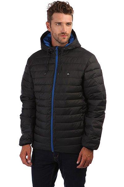 Куртка Quiksilver Everydayscaly Black/Turkish SeaКуртка Everyday Scaly — это верхняя одежда, на которую можно положиться. Не промокнет в дождь? Отлично. Компактная и не сковывает движений? Превосходно. Единственное, о чем вам придется беспокоиться, так это о том, чтобы кто-нибудь у вас ее не увел из гардеробной: уж больно хороша! Стеганый наполнитель из синтетического пуха обеспечит вас необходимым теплом, а эластичные манжеты и подол гарантируют защиту от холодного воздуха.Характеристики:Два боковых кармана на молнии.Фиксированный капюшон с регулировкой. Манжеты и подол с эластичной отделкой. Горизонтальный стеганый рисунок. Наполнитель из синтетического пуха.Боковые панели. Полиуретановая пропитка. Утяжки круглой формы. Ярлык с логотипом у шва. Термонаклейка с логотипом на груди. Водоотталкивающая пропитка.<br><br>Цвет: черный<br>Тип: Куртка<br>Возраст: Взрослый<br>Пол: Мужской