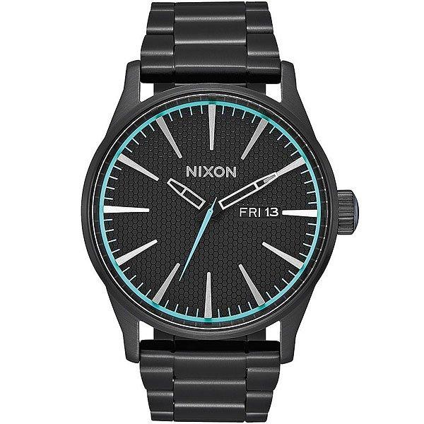 Кварцевые часы Nixon Sentry Black/BlueCтальные часы Sentry SS объединяют в себе классический лаконичный дизайн и практичность. Встроенный автоматический календарь, индикатор дней недели и люминесцентные стрелки надежно защищены закаленным минеральным стеклом и корпусом из нержавеющей стали водонепроницаемостью до 10 атмосфер. Эта модель будет прекрасно сочетаться как с деловым костюмом, так и с более расслабленным повседневным гардеробом.Характеристики:Автоматический календарь. Индикатор дней недели. Стрелки с люминесцентным покрытием. Тип механизма: кварцевый.Корпус из нержавеющей стали. Закаленное минеральное стекло. Задняя крышка на винтах. Материал браслета: нержавеющая сталь. Регулируемая двойная застежка.<br><br>Цвет: черный<br>Тип: Кварцевые часы<br>Возраст: Взрослый<br>Пол: Мужской