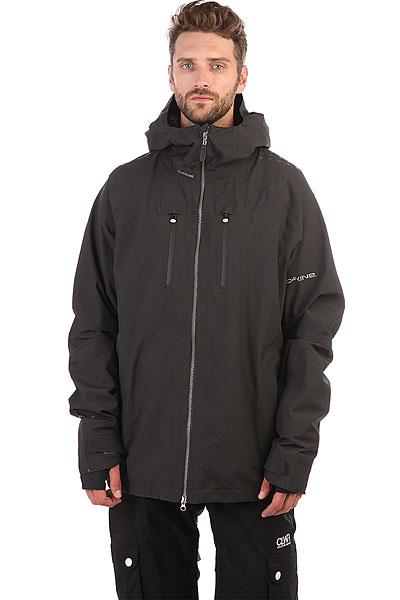 """Ветровка Dakine Logan BlackЛегкая сноубордическая куртка из ткани 2L GORE-TEX® Cationic Dye Plain Weave. Как и у других моделей этой серии в куртке проклеены швы, установлены водонепроницаемые молнии и есть полный набор необходимых опций. У данной куртки, как и у большей части курток для экстремальных условий - нет утеплителя. Эта куртка защитит вас от ледяного ветра, мокрого снега, дождя и отведет влагу от тела. Но количество утеплителя, необходимого вам для катания в конкретных условиях вы определяете сами. Единственное правило – если собираетесь активно двигаться, нижние слои одежды должны быть синтетическими, что б пот не впитывался в одежду и не охлаждал тело, а выводился наружу. При низких температурах рекомендуется использовать теплую подстежку из серии MID-LAYER для дополнительной теплоизоляции.Характеристики:Форма капюшона, позволяющая надевать шлем. Быстрая регулировка капюшона одним движением. Дополнительная вентиляция для отвода выдыхаемого воздуха.Специальное покрытие на плечах, что б не соскальзывали лямки рюкзака.Специальное крепление для телефона. Прозрачный карман для скипаса или пропуска. Карман для свистка для экстренных ситуаций. Карман для сноубордической маски. Затяжка нижней части куртки регулируется внутри кармана. Карман для скипаса на рукаве. Удобные манжеты на рукавах для защиты кисти руки от снега.Система крепления куртки к штанам для предотвращения попадания снега внутрь.Водонепроницаемые молнии. Двухсторонняя молния. Нагрудный карман для телефона или плеера Наполеон"""".Проклеенные швы.<br><br>Цвет: черный<br>Тип: Ветровка<br>Возраст: Взрослый<br>Пол: Мужской"""