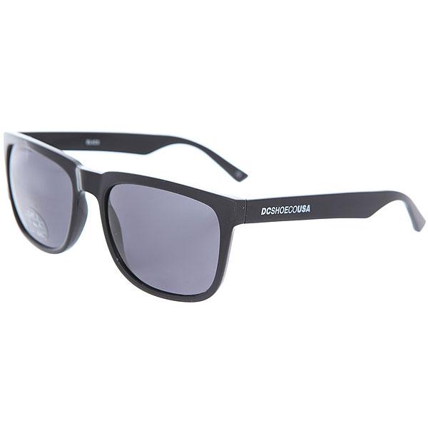 Очки DC Shades BlackМужские солнцезащитные очки в классической квадратной оправе от DC Shoes.Технические характеристики: Прочные линзы из поликарбоната.100% защита от ультрафиолетовых лучей.Линза 3 категории защиты.Оправа из поликарбоната.Контрастный логотип DC на дужке.<br><br>Цвет: черный<br>Тип: Очки<br>Возраст: Взрослый<br>Пол: Мужской