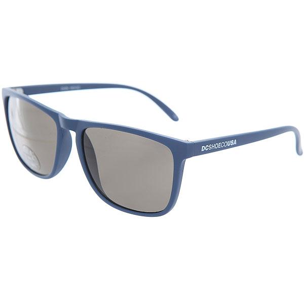 Очки DC Shades Dark IndigoМужские солнцезащитные очки в классической квадратной оправе от DC Shoes.Технические характеристики: Прочные линзы из поликарбоната.100% защита от ультрафиолетовых лучей.Линза 3 категории защиты.Оправа из поликарбоната.Контрастный логотип DC на дужке.<br><br>Цвет: синий<br>Тип: Очки<br>Возраст: Взрослый<br>Пол: Мужской