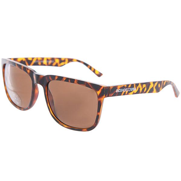 Очки DC Shades Tortoise/BrownМужские солнцезащитные очки в классической квадратной оправе от DC Shoes.Технические характеристики: Прочные линзы из поликарбоната.100% защита от ультрафиолетовых лучей.Линза 3 категории защиты.Оправа из поликарбоната.Контрастный логотип DC на дужке.<br><br>Цвет: коричневый<br>Тип: Очки<br>Возраст: Взрослый<br>Пол: Мужской