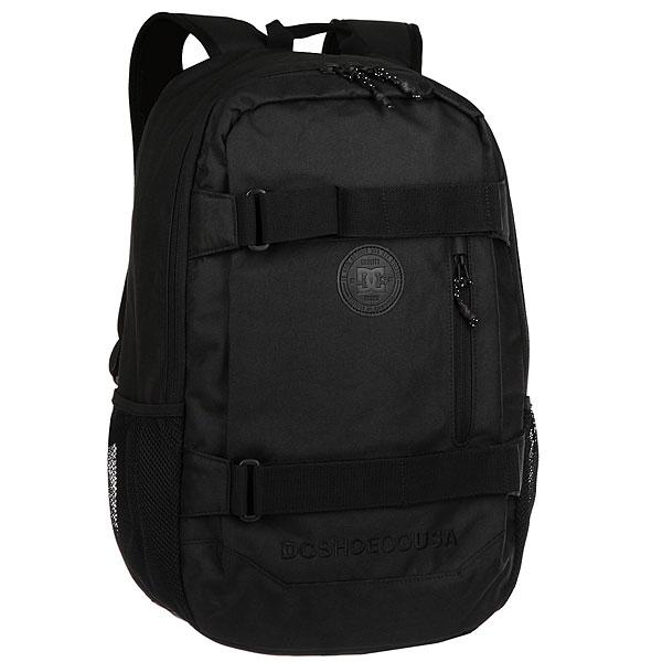 Рюкзак спортивный DC Clocked BlackФункциональный городской рюкзак с мягким отделением для ноутбука и системой крепления скейтборда. Для тех, кто ни на минуту не хочет расставаться со своей любимой доской. Просторное основное отделение дополнено внутренним огранайзером и внешним карманом на молнии, а эргономичные лямки легко регулируются по длине для максимального удобства использования.Характеристики:Просторное основное отделение на молнии. Плетеные лямки для крепления скейтборда. Внутренний органайзер.Внутреннее отделение для ноутбука (с диагональю до 15 дюймов) с набивными стенками. Набивные заплечные лямки с регулируемой длиной. С ярлыком из натуральной лицевой кожи. Внешний карман на молнии.<br><br>Цвет: черный<br>Тип: Рюкзак спортивный<br>Возраст: Взрослый