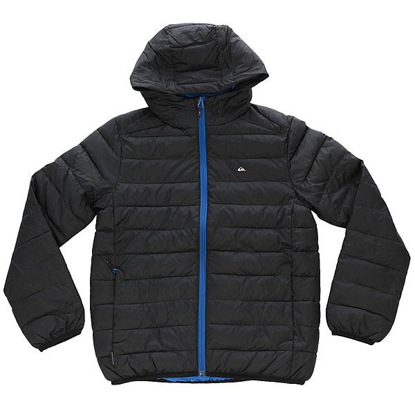 Куртка зимняя детская Quiksilver Scalyyouth BlackТеплая, мягкая, очень удобная куртка для Вашего ребенка, контрастного дизайна и свободного кроя с капюшоном обеспечит максимально длительное пребывание на свежем воздухе с оптимальным комфортом даже в очень сильные холода, в сырую и ветреную погоду.Характеристики:Изготовлена из прочного, износоустойчивого полиэстера с водоотталкивающей обработкой. Надежный внутренний утеплитель.Гладкая подкладка не сковывает движения, позволяя куртке легко скользить по нижнему слою одежды. Молния полной длины. Интегрированный капюшон.Эластичные резинки манжет и низа куртки обеспечат дополнительную тепло- и влагоизоляцию. Горизонтальные строчки отлично поддерживают внутренний утеплитель для равномерного распределения. Два функциональных передних кармана на молнии.Небольшой нагрудный карман.<br><br>Цвет: черный<br>Тип: Куртка зимняя<br>Возраст: Детский