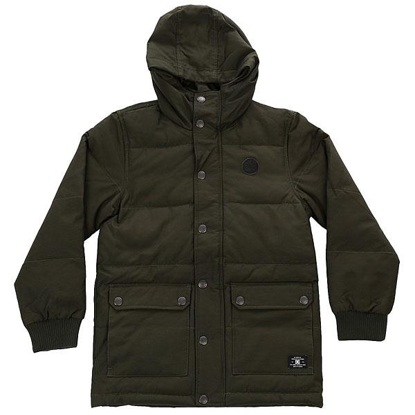 Куртка зимняя детская DC Aydon Boy Dark OliveДетская теплая куртка DC Aydonв лаконичном дизайне будет отлично сочетаться как с джинсами и кедами, так и с более строгим гардеробом. Защитит от холода, ветра и моросящего дождя, а стеганая подкладка сохранит тепло.Характеристики:Прямой крой. Регулируемый капюшон.Эластичные рифленые манжеты. Стеганая подкладка (полиэстер).Внутренний карман. Наружные карманы с двойным входом.Пластиковая застежка-молния. Кожаный логотип DC. Тканый ярлычок.Карман на рукаве.<br><br>Цвет: Темно-зеленый<br>Тип: Куртка зимняя<br>Возраст: Детский