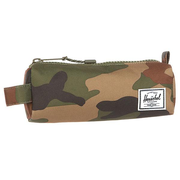Пенал Herschel Settlement Case Woodland CamoКомпактная сумочка, готовая послужить Вам в качестве пенала для карандашей или косметички. Благодаря стильному дизайну и многообразию расцветок может стать отличным подарком.Характеристики:Вместительное основное отделение.Металлическая молния. Тканый логотип Herschel.<br><br>Цвет: мультиколор<br>Тип: Пенал<br>Возраст: Взрослый<br>Пол: Мужской