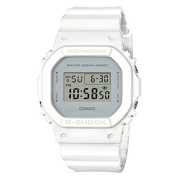 Электронные часы Casio G-Shock 68039 Dw-5600cu-7eУдаропрочные часы с высокой степенью водонепроницаемости. Идеально подходят для ныряния без акваланга.Технические характеристики: Электролюминесцентная подсветка.Ударопрочная конструкция защищает от ударов и вибрации.LED-индикатор.Функция секундомера- 1/100 сек. - 24 часа.Таймер - 1/1 сек. - 24 часа.Будильник с многофункциональными звуковыми сигналами.Автоматический календарь.12/24-часовое отображение времени.Минеральное стекло.Корпус из полимерного пластика.Ремешок из полимерного материала.Срок службы аккумулятора - 2 года.<br><br>Цвет: белый<br>Тип: Электронные часы<br>Возраст: Взрослый<br>Пол: Мужской