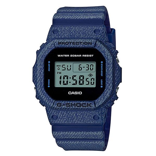 Электронные часы Casio G-Shock 68040 Dw-5600de-2eУдаропрочные часы с высокой степенью водонепроницаемости. Идеально подходят для ныряния без акваланга.Технические характеристики: Электролюминесцентная подсветка.Ударопрочная конструкция защищает от ударов и вибрации.LED-индикатор.Функция секундомера- 1/100 сек. - 24 часа.Таймер - 1/1 сек. - 24 часа.Будильник с многофункциональными звуковыми сигналами.Автоматический календарь.12/24-часовое отображение времени.Минеральное стекло.Корпус из полимерного пластика.Ремешок из полимерного материала.Срок службы аккумулятора - 2 года.<br><br>Цвет: синий<br>Тип: Электронные часы<br>Возраст: Взрослый<br>Пол: Мужской