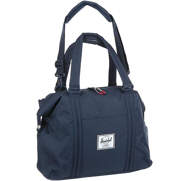 Сумка Herschel Strand Sprout NavyУниверсальная сумка Strand Sprout, которую можно носить через плечо. В сумке есть складной коврик для пеленания, а также множество удобных карманов для подгузников, бутылочек и всего необходимого для ребенка.Технические характеристики: Классическая полосатая подкладка.Складной пеленальный коврик с карманами, который легко чистить.Внутренние карманы и карман для коврика.Двойная молния.Внешние карманы.Усиленные ручки для переноски.Съемный плечевой ремень с накладкой.Классическая нашивка с логотипом.<br><br>Цвет: Темно-синий<br>Тип: Сумка<br>Возраст: Взрослый<br>Пол: Мужской