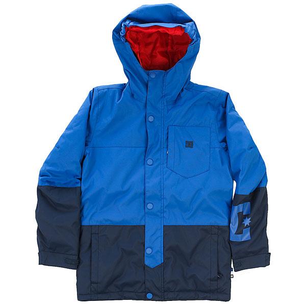 Куртка утепленная детская DC Defy Youth Jkt Nautical BlueЯркая сноубордическая куртка для юных райдеров. Оснащенная мембранойDC WEATHER DEFENSE с показателями 10К, утеплителем (150 г) и снегозащитной манжетой эта куртка сохранит Вашего ребенка в тепле и сухости в течение всего катального дня, а яркая расцветка сделает его заметнее и обезопасит пребывание на склоне.Характеристики:Удлиненный крой. Мембранная влагостойкаядышащая ткань10K DC WEATHER DEFENSE. Утеплитель: туловище - 150 г, рукава - 100 г. Подкладкаиз тафты. Проклеенные в критических местах швы.Вентиляция подмышками. Нагрудный карман. Внутренний сетчатый карман для маски. Внутренний медиа-карман на молнии. Система крепления куртки к штанам.Карман на рукаве.Капюшон с эластичной резинкой. Регулируемые на липучке манжеты.Снегозащитная юбка с эластичной вставкой из лайкры. Два кармана для рук на молнии. Карабин для ключа.<br><br>Цвет: синий<br>Тип: Куртка утепленная<br>Возраст: Детский