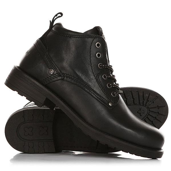 Ботинки высокие Wrangler Hill BlackНадежные кожаные ботинкивыполнены из натуральной кожи высочайшего качества. На язычке — аккуратная кожаная петля на металлической кнопке. Модель отличается аккуратной декоративной прострочкой, кожаной шнуровкой и олицетворяет собой благородную классику нового времени. Характеристики:Верх из натуральной кожи.Внутренняя текстильная отделка. Круглая шнуровка с металлическими люверсами.Удобная гибкая подошва с прошивкой. Петелька на заднике.Металлические клепки. Контрастная строчка.<br><br>Цвет: черный<br>Тип: Ботинки высокие<br>Возраст: Взрослый<br>Пол: Мужской